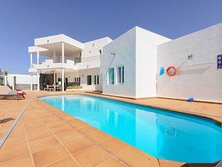 Luxuriöse Villa mit Panoramablick, mehreren Terrassen und großem Pool
