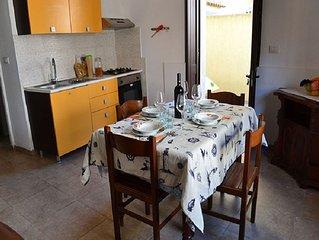 Charmantes Apartment am Meer mit kleinem Innenhof; Haustiere erlaubt