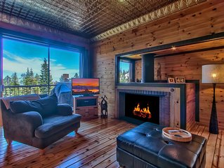 #1 SKIERS CHOICE! STEPS TO CHAIRLIFT! PRIVATE HOT TUB, WIFI, VIEWS, SLEEPS 6