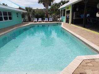Spacious 4 Bedroom Beachside Private House with Private Pool & Dock boat or fish