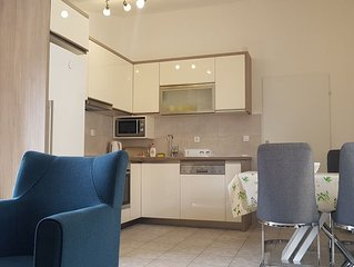 Comfortable 2 Bedroom Apartment with Sea view