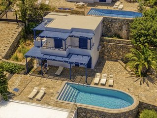 2 bedroom Villa, sleeps 7 with Pool, Air Con and FREE WiFi
