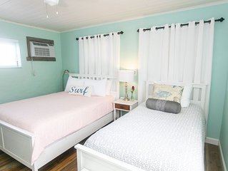 Sunset Inn & Cottages- Stone's Throw- 2 bedrooms/2 bathrooms