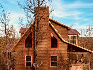 ~CAVIE'S COVE~  Charming cabin in Gatlinburg with BEAUTIFUL MOUNTAIN VIEW !