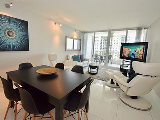 3048 Chic' Miami Style Living (3 Bedroom Condo)