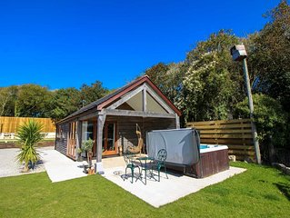 An incredible luxury 1 bed holiday home with hot tub on the stunning Lizard peni