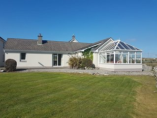 No 3 Ballyconneely Cottage, Aillebrack - sleeps 4 guests  in 2 bedrooms