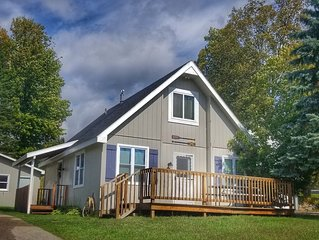 �R&R retreat. Updated cottage home. �Close to beaches and downtown fun!
