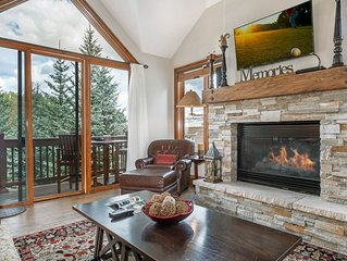 Beautiful Arrowhead Townhouse with Community Hot Tub and Superb Ski Access
