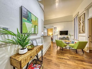 Historic apartment in the heart of downtown - short walk to everything!