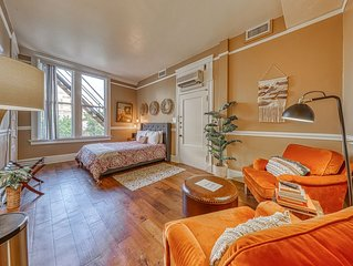 Historic, riverfront studio w/ a shared, rooftop patio - walk everywhere!