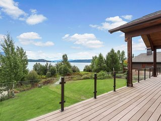 Luxurious lakefront home w/ a private hot tub & fun-filled entertainment room