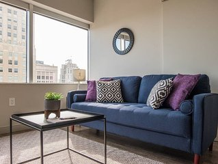 Desirable 1BR Apt w/ City Views near Sprint Center