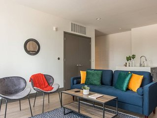 Vivid + Trendy 2BR Apt in Central Downtown