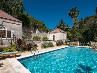 Stunning Retreat with Pool Near Beach - Porters Cottage