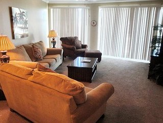 Beautiful 2-BR/2-BA Condo at Legacy Towers. King/Queen, Wifi