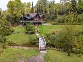 North Shore Timber Home ~ Minutes To Town ~ 5 Acres of Privacy!