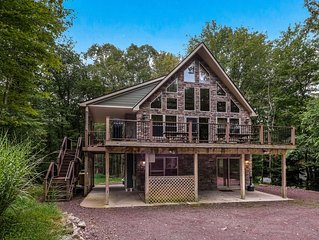 'Cascade' 6 Bedroom Lodge. Outdoor Gas Fireplace, Hot Tub, Pool Table, WIFI