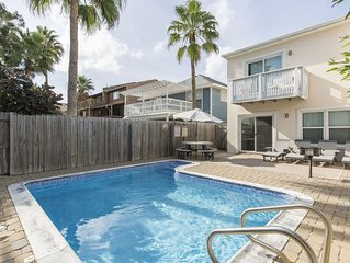 Charming Townhouse w/ private heated pool. 1/2 block from Beach!