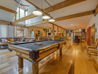 Stunning Fern Valley cabin w/ forest views & a private hot tub - dogs welcome!