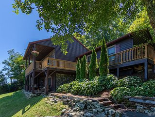 Chipmunk Lodge - NEVER BEFORE RENTED! Amazing views, new hot tub, & manmade wate