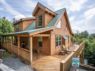 3BR Upscale Log Home in Valle Crucis, Views, Hot Tub, King Suite w/ Jetted Tub,