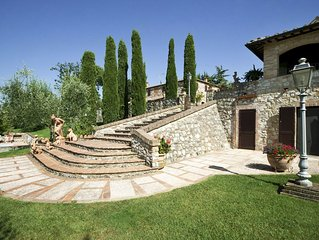 Large villa for up to 11 with pool and gardends 15mins to San Gimignano
