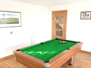 New, Spacious Modern Townhouse in St Andrews, 5 min walk from Old Course.