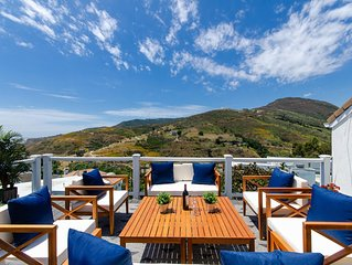 NEW LISTING - LUXE - OCEAN & MOUNTAIN VIEWS!!! - 5 BEDS Dreamy Malibu House