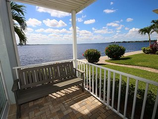 Beautiful view over the river looking at Downtown Fort Myers! - Palms at Waters