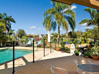 Tarcoola 41 - Five Bedroom House with Foxtel + Wifi + Aircon and BBQ in Mooloola