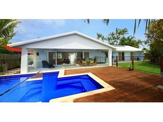 Balyarta 38 - Four Bedroom Home in Mooloolaba W/ Wifi+Netflix+BBQ+Pool and Pet F