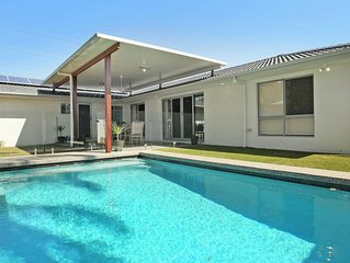 Palm Drive 95 - 4 Bedroom House with Pool+ BBQ+ Wifi+ Netflix in Mooloolaba