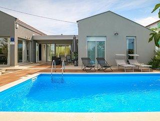 Lovely contemporary villa with pool near Porec