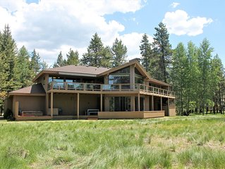 Private Riverfront Home with Panoramic Views, Hot Tub - SHARC Passes