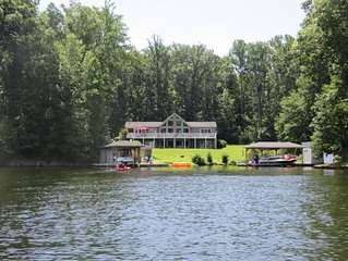 Busbees Cove - At Center of Private Side w/ Ramp, Game Room & Fire pit!