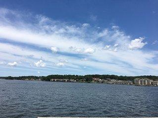 New Listing, New Remodel on Lake Hamilton, 2 bed 2 bath sleeps 6 Overlooks Lake