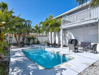 Modern, Open Layout Home. W/Pool, HotTub. Walk To Beach , Restaurants & Shops!