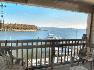 Bay view three bedroom penthouse in historic district overlooks Manteo Harbor