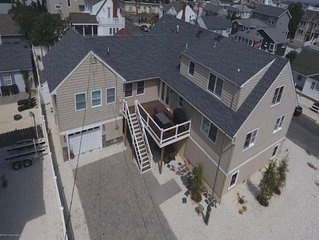 Multi-family Very Large and Spacious Beach House BRAND NEW second floor patio!
