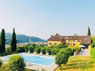 Magnifica villa con piscina privata in collina vicino a Verona