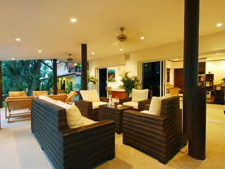 Beachfront Resort: Villa 4-bdr, very spacious, only 20m to the beach.