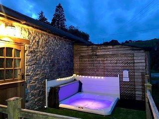 Cottage + Hot Tub,  outskirts Cardiff/Cowbridge, stunning rural location
