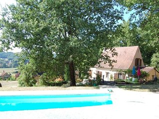 Pretty, Perigordine-Style House With Private Heated Pool, Views Over The Vezere