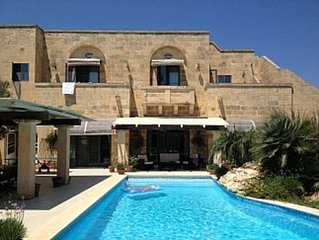 Luxury Family Villa With Stunning Large Garden and Pool.