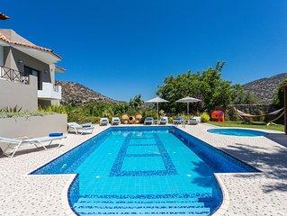 Alonia Villa, 50m2 pool,  children's pool, close to shops! Stunning Views!