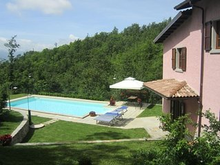 Very private detached cottage with private solar-heated pool