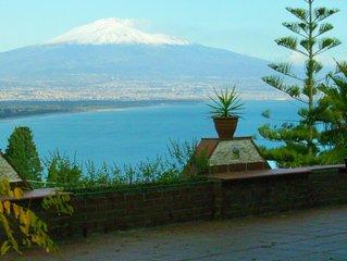 Villa Cassina - Fabulous independent estate overlooking the sea/Etna volcano