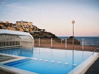 En Cabo de Palos, bonito y cuidado apartamento con preciosas vistas al mar.