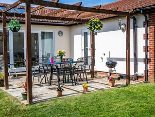 Contemporary family and pet friendly cottage near Sidmouth with WiFi. sleeps 4